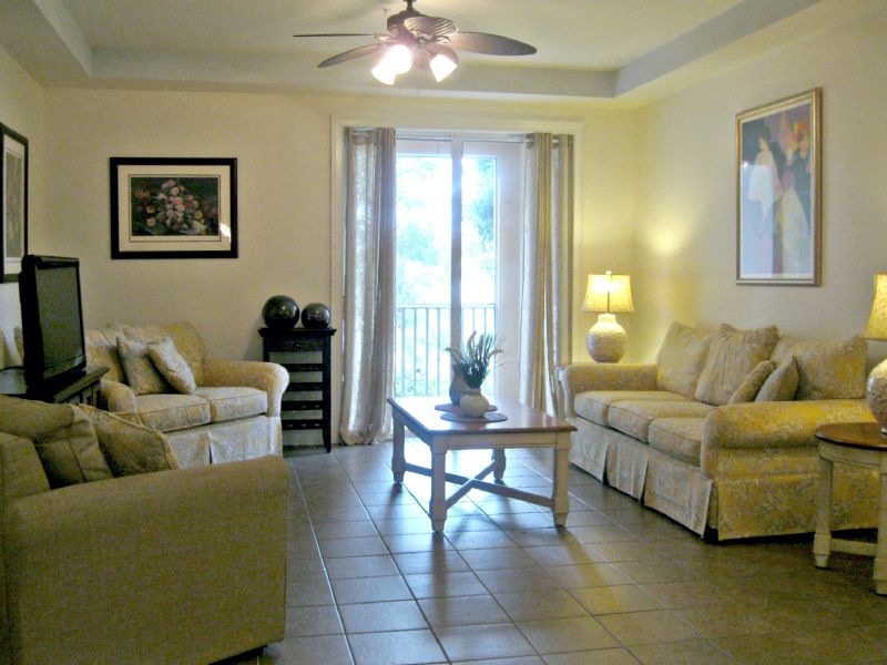 Available Vacation Rental Vacation Rental Listing 2 Bed 2 Bath In Cape Coral,  FL. Walk Or Bike To Tarpon Pointe And Cape Harbour FL152315S