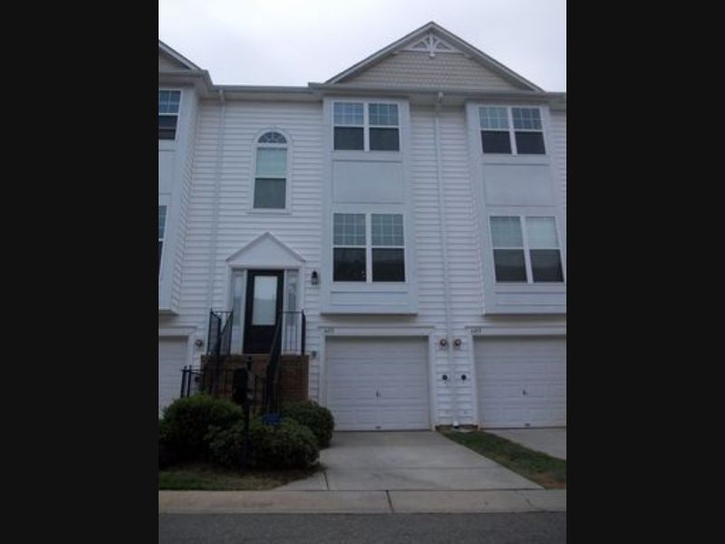 Townhouse for Rent in Avalon